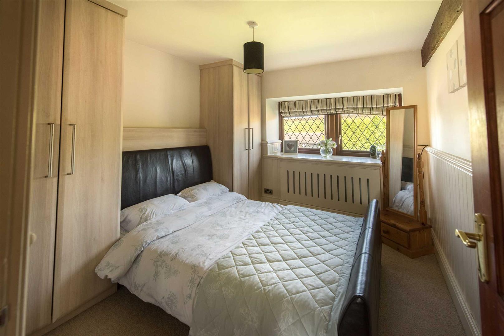 5 Bedroom Link Detached House For Sale - Image 17